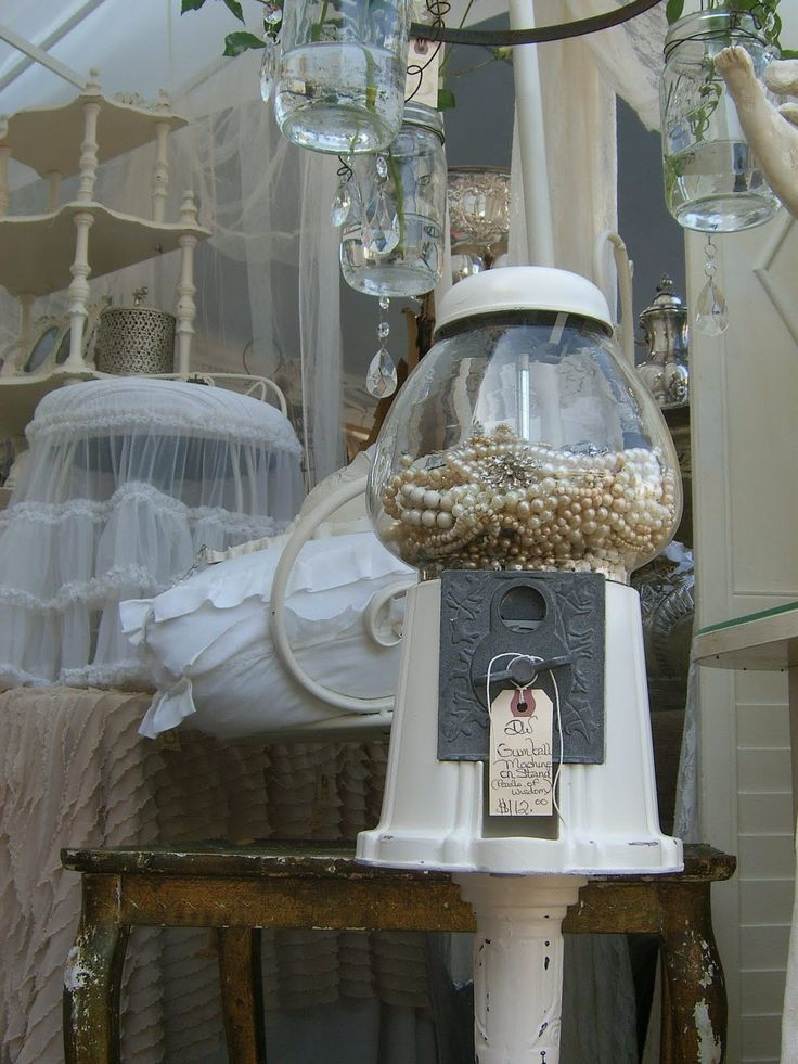 Love the gumball machine & the pearls inside!!