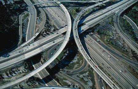 Infraestructura: Elementos materiales y servicios que forman parte de la estructura de la sociedad.