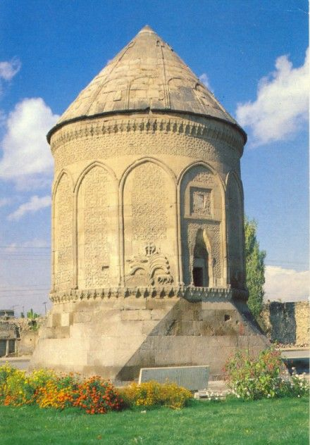"""Döner Kümbet, Kayseri, ca. 1275  Döner Kümbet, Kayseri, ca. 1275  TOMB TOWERS (Kümbet) In addition to hans, the Seljuks also developed the specific building form of the tomb tower, known as a """"kümbet"""", or """"türbe""""."""