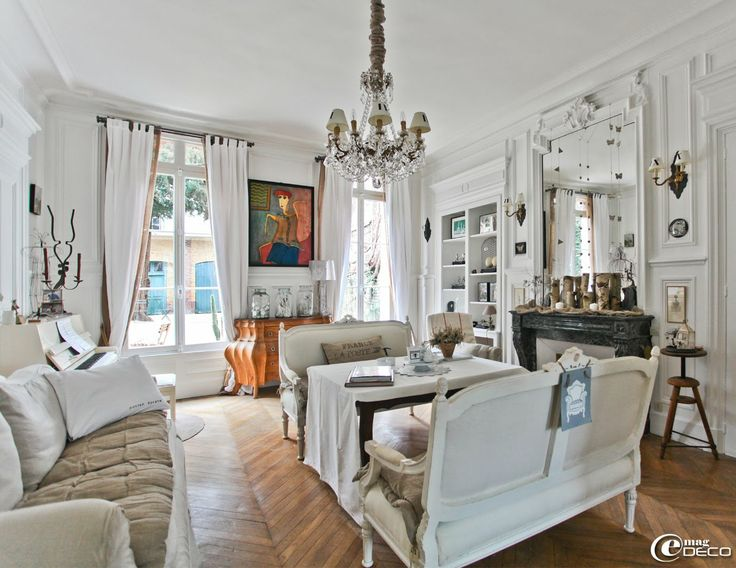 Beautiful pattern on the wood floors, and gorgeous molding!