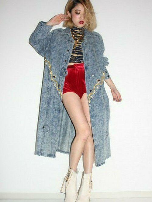 メタリックなスパンコールが特徴のカジュアルなデニムコートコーデ♪冬のファッションアイテム デニムコート コーデを集めました♪