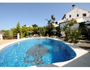 Country home in Malaga (Spain) with gorgious swimmingpool. Without a doubt the Rural Hotel in Malaga you are looking for: romantic, intimate, different and very, very special.  Located in the South of Andalusia, in the province of Malaga, capital of the Costa del Sol in a beautiful area called Guadalhorce Valley.