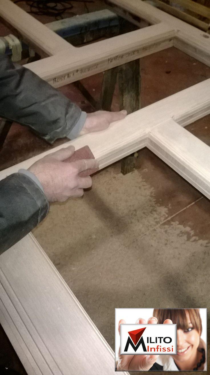 carteggiatura manuale infissi in legno