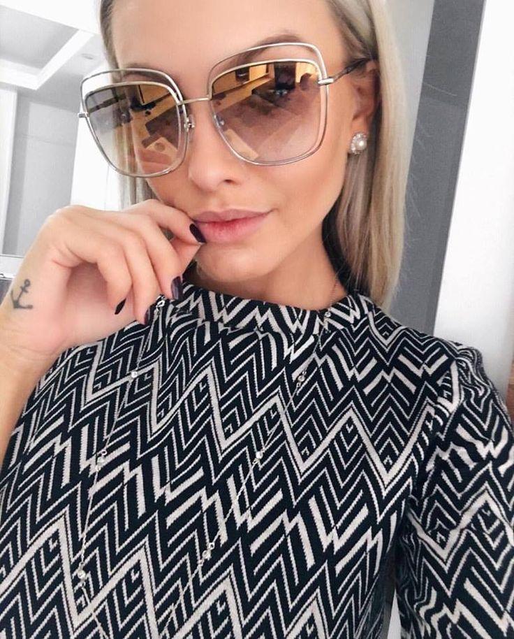 #biancapetry mais uma vez arrasando nas produções escolhendo os óculos perfeitos para cada #look Desta vez, apostou no novo quadrado da #MarcJacobs       #blogger #linda #estilosa #top #fashion #oculosdesol #quadrado #oticaswanny #fashionista #fashionlover #instafashion