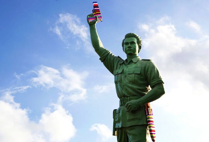 Something about colorful yarn that makes even the most serious statues look friendly... yarn bombing is awesome!