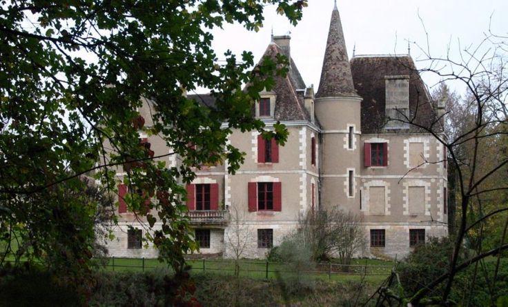 Le château Martel à Monflanquin, théâtre d'un huis clos de plus de six ans entre une famille de onze personnes et leur mentor, qui agissait à distance. Photo J.-L. Amella. - DDM