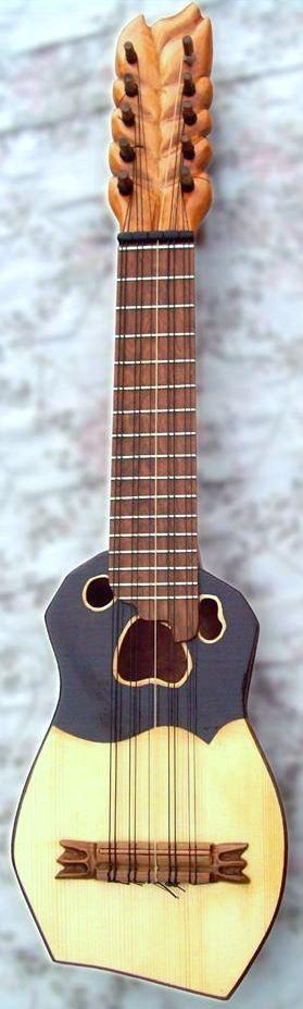 Recomiendo que escuches a la música andina de los charangos. Los charangos hacen música muy bonita y son instrumentos andinas