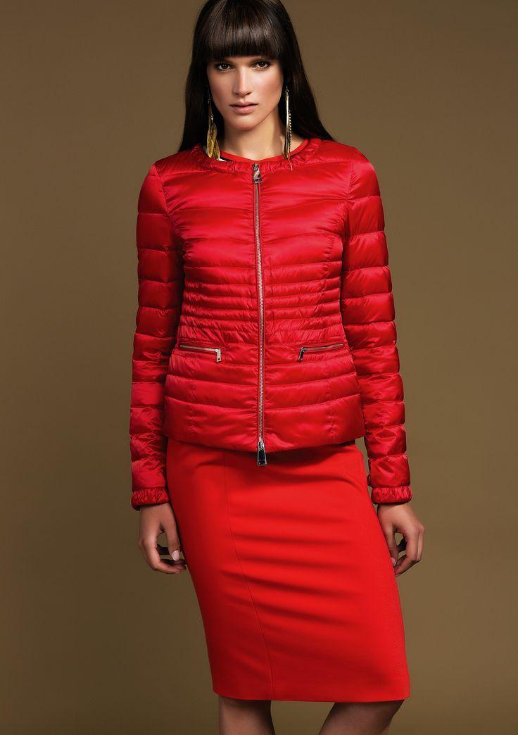 Vestito nero giacca rossa religi