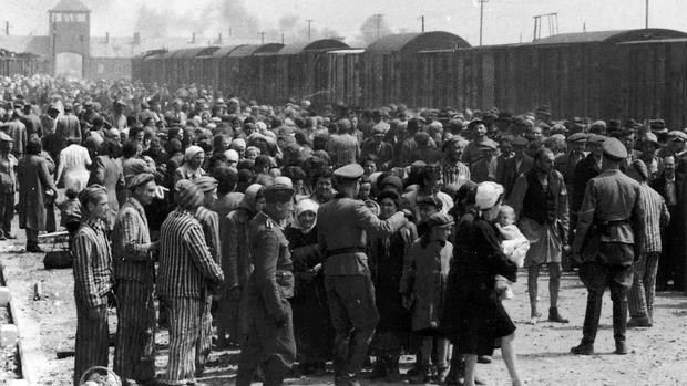 Acaban de ser descubierto en Hungría 6.300 documentos que tuvieron que rellenar los ciudadanos de la capital durante la Segunda Guerra Mundial. Aunque no se ha confirmado, se cree que su objetivo era antisemita  Cuestionarios de la muerte Cazar judíos. Llevarles hasta los campos de concentración y, llegado el momento, asesinarles a miles. Este fue el plan que, bajo el nombre de «Solución final» («Endlosung der Judenfrage» en alemán) idearon los grandes jerarcas nazis en una fecha…