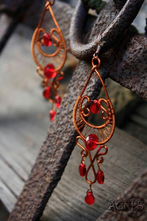 Wire wrapped earrings. Copper wire. Red drops beads.