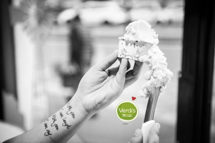 Da Verdi's si può mangiare il gelato di COOL gelateria naturale. Un gelato preparato proprio come si faceva una volta, senza coloranti ed addensanti. I gusti seguono la stagionalità proprio per donare un sapore intenso al gelato. Inoltre potrete trovare dei gusti a base acqua, adatti quindi a persone allergiche o  vegane. Con una giornata di sole così é difficile resistere a questo gelato delizioso ; ) #food #icecream #foody #gelato #primavera #love