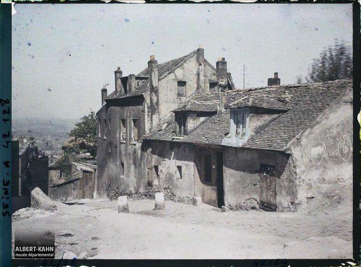 France, Paris, Montmartre, Vieilles Maisons au Sommet de la Butte