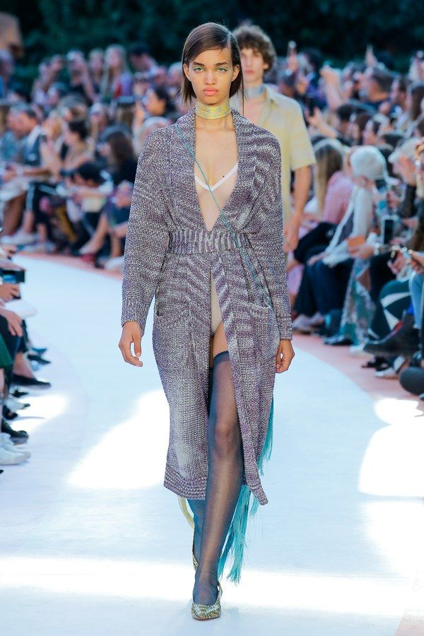 The complete Missoni Spring 2018 Ready-to-Wear fashion show now on Vogue Runway.