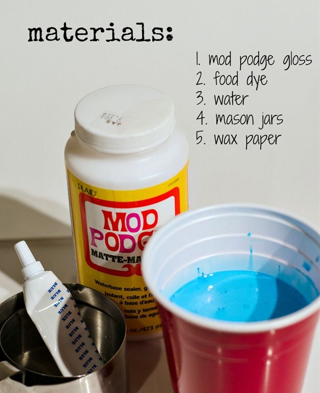 How to make vintage-look blue mason jars using food coloring. Easy DIY with how to make new mason jars look vintage blue mason jars.