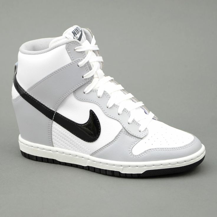 Nike NIKE WMNS DUNK SKY HI Bianco/Grigio mod. 528899-011 in vendita su www.grandinettisport.com Prezzo € 119,00