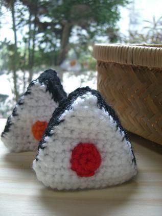 おにぎりエコたわしの作り方|編み物|編み物・手芸・ソーイング | アトリエ|手芸レシピ16,000件!みんなで作る手芸やハンドメイド作品、雑貨の作り方ポータル
