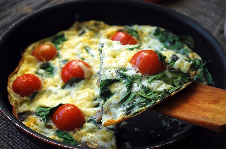 Courgette omelet met tomaat en spinazie - Francesca Kookt
