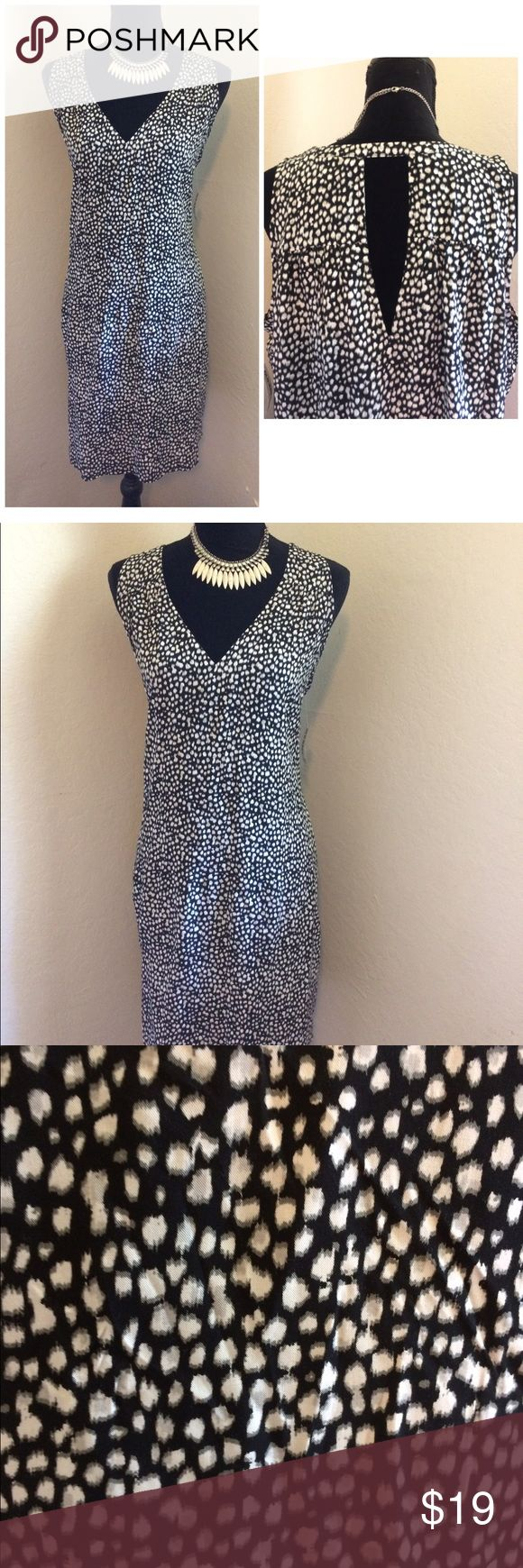 """NWT Old Navy V Neck Print Keyhole Detail Dress Interested in a lightweight and chic summer dress? This NWT Old Navy black/gray/white (animal print inspired) sleeveless dress with keyhole detail on the back may be perfect for you. The dress also features hi-low hem detail and easy to wear (pullover the head).  *Item Dimensions: Pit to Pit: Approximately 24"""" Length: Approximately 25"""" Interested? ***FREE*** shipping available. We ship M-F. One day handling.Thank you for visiting my closet…"""