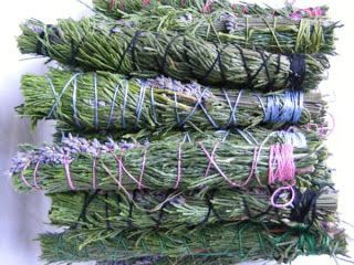 Pagan Ogana ..Between the arms of the Goddess: Comment faire des bâtons de fumigation ....How to make Smudging Sticks