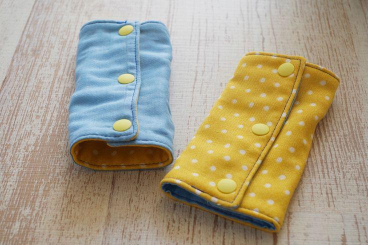 赤ちゃんのよだれで濡れてしまいやすい、エルゴなどの抱っこ紐のストラップ。赤ちゃんの口が当たる部分にカバーをつけると安心ですよね。市販品もありますが、実は手作りするのは難しくありません。 そこで今回は、リバーシブルタイプのエルゴのよだれカバーを、簡単に手作りする方法をご紹介します。 エルゴのよだれカバーとは?