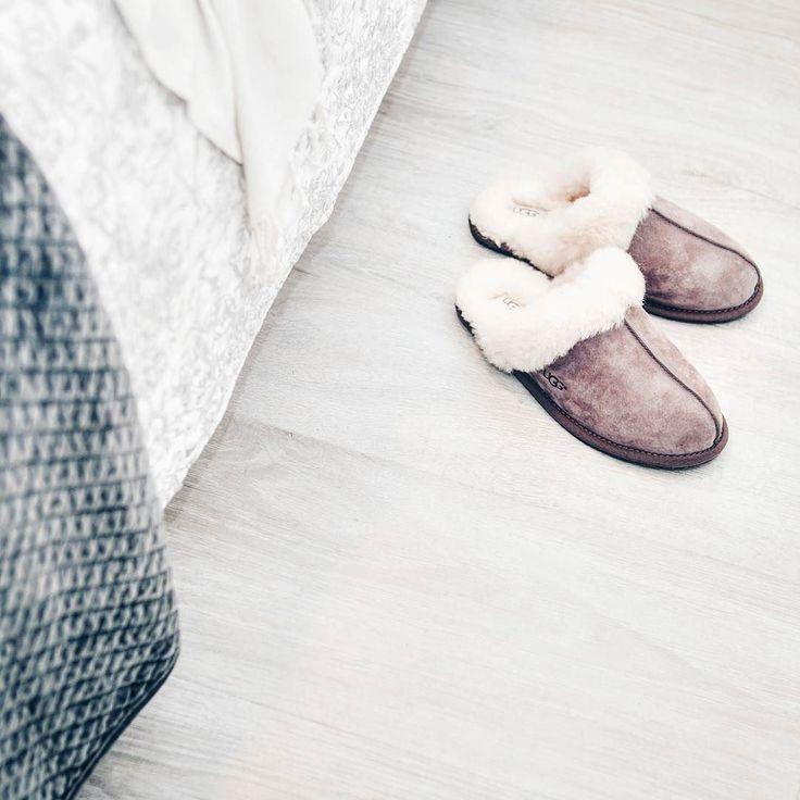 Otulam się pledami kocykami wyciągnęłam ciepłe kapcie. Cześć Jesień!  #cozy #bedroom #interior4all #nice #warm #scandinavianinterior #autumn #autumnvibes #instamood #vscocam #instagramer #homesweethome
