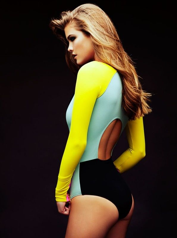 color blocked keyhole suit. Nina Agdal.