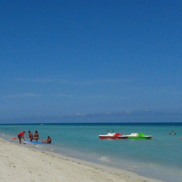 #Varadero#spiaggìa#mare#bagnanti#canoa#motoscafi by biimbii