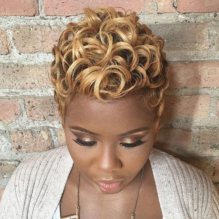 STYLIST FEATURE  Love this honey blonde ? #pixie styled by #chicagostylist OluchiZelda on @boomie_boomboom ✂️ Curls for the girls ➰…