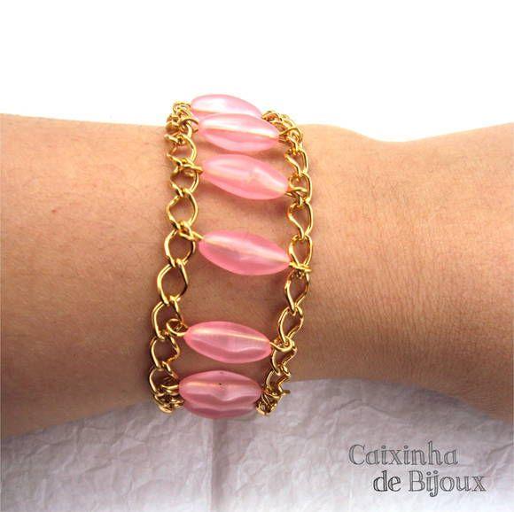 Pulseira de correntinhas douradas com entremeios cor de rosa tranparente. Muito delicada!  As peças centrais medem 1,5 cm. de altura. Fecho tipo lagosta, com correntinha extensora para ajuste (o tamanho pode variar entre 15,5 cm. a 19 cm.) R$ 25,50
