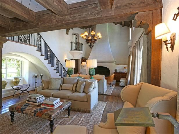 Reese Witherspoon's 7 acre ranch in Ojai, CA . It's for sale for $10 million>