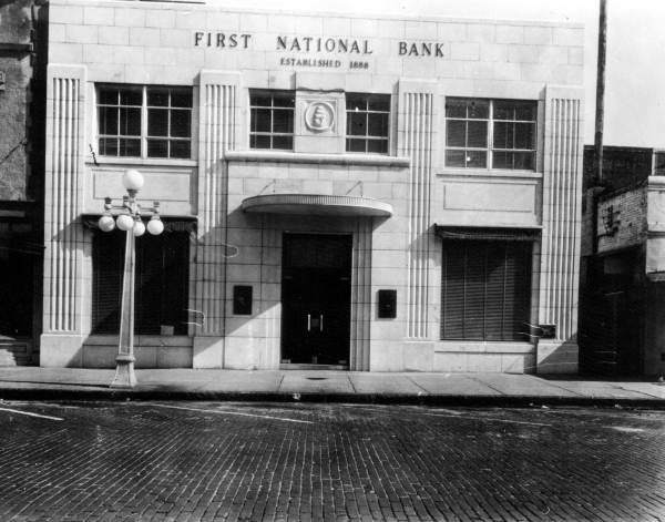 First National Bank Gainesville Florida With Images Gainesville Florida National