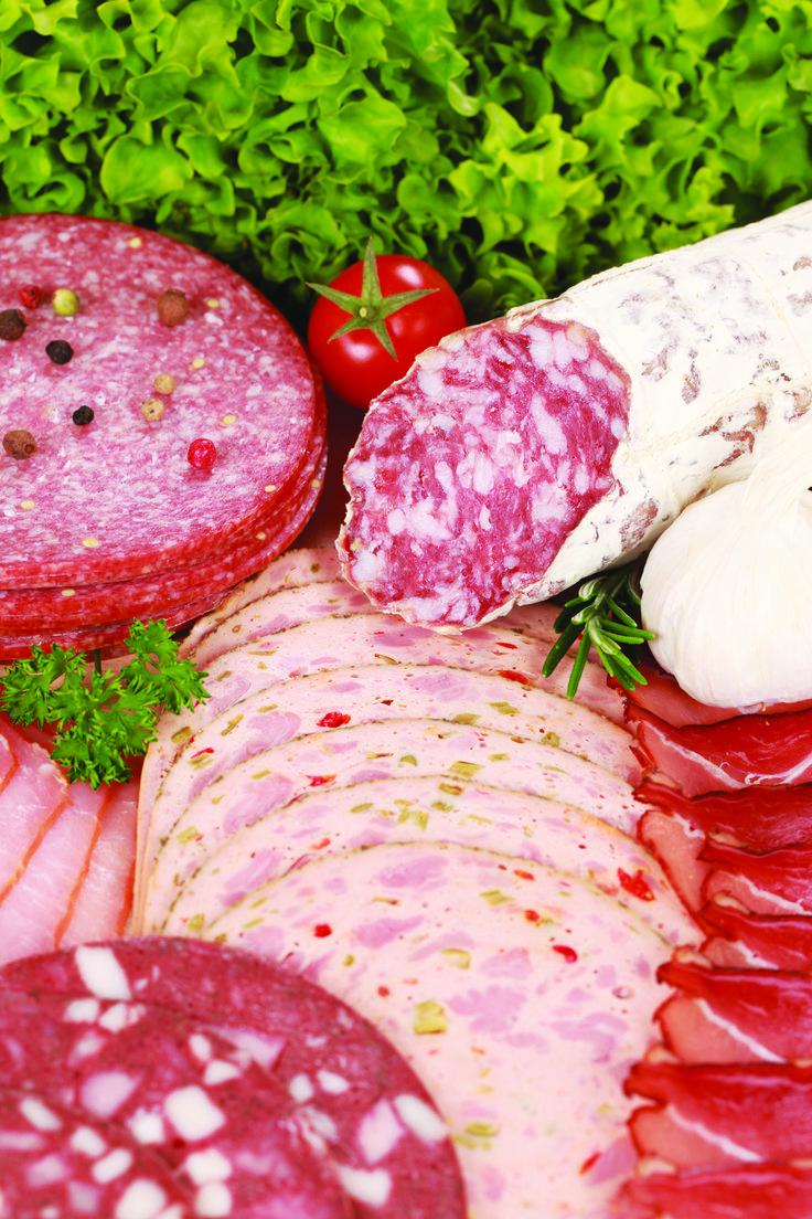 <p>Unique en son genre, la boucherie-charcuterie artisanale utilise un fumoir antique en brique glacée, rénové en respectant la tradition des fumoirs d'époques. Plus d'une centaine de produits de charcuterie et saucisses de viande de volaille, viande de boeuf et veau, viande de porc, viande sauvage. Vous pouvez y faire transformer vos viandes de chasse.</p> <p>Horaire : à l'année, mardi et mercredi, 8 h à 18 h; jeudi et vendredi, 8 h à 21 h; samedi, 8 h à 17 h, fermé dimanc...