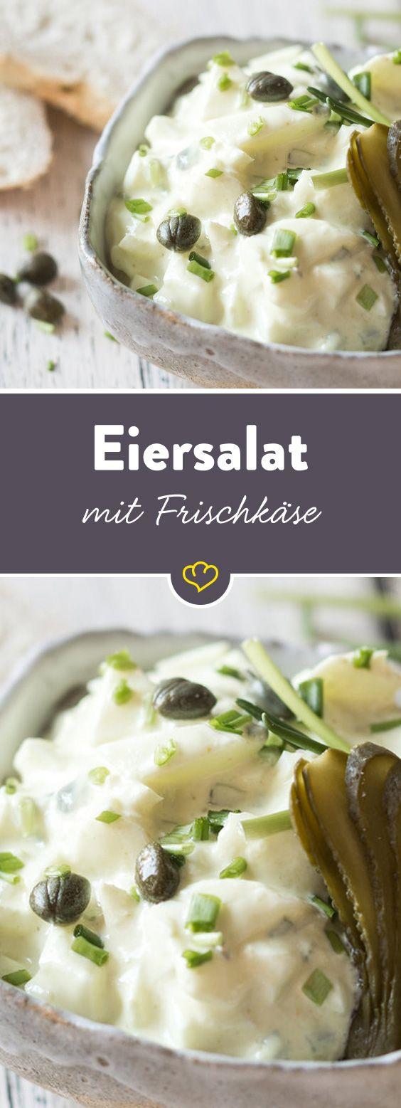 Klassische Mayonnaise wird im cremigen Eiersalat kurzerhand durch Frischkäse ersetzt. Aber Gewürzgurken und eine Prise Curry dürfen natürlich nicht fehlen.