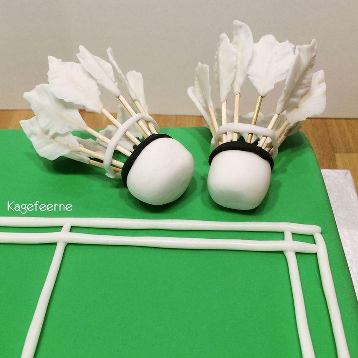 Shuttlecock on a Badminton cake - Fjerbolde på badminton kage
