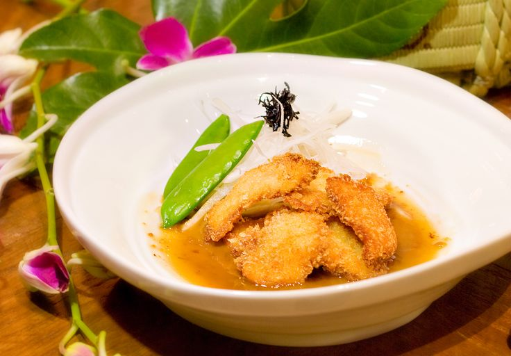 Tom Com Chicken - Crispy chicken in panko, pandan leaf, red spicy sauce