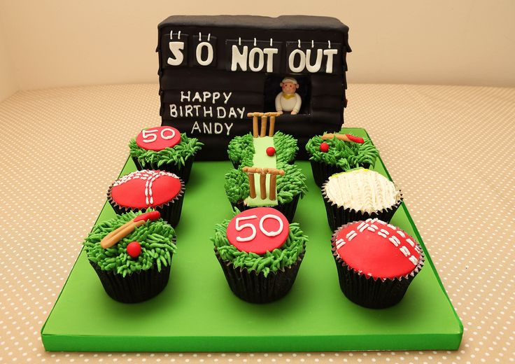 cricket cupcakes with scoreboard