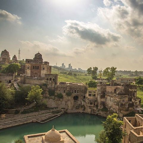 Spreading its beauty near #Chakwal in #Punjab province of #Pakistan, the most reverenced among all the temples are the Katas Raj #Temples. In a heaven like surrounding, complex of temples stands in homage to the deities of #Hindu mythology.   Beautiful shots by @uzair_ahmads_photography   You can also submit your photos by using hashtag #dawndotcom    #Katasraj #temple #photography #colors #religion #nature #photography #culture #travel #Punjab #dawndotcom #Pakistan