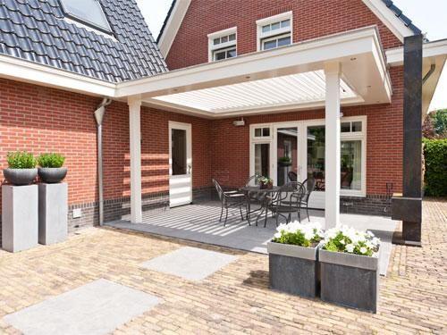 25 beste idee n over veranda verlichting op pinterest veranda lichtslingers idee n voor - Bedek een houten terras ...
