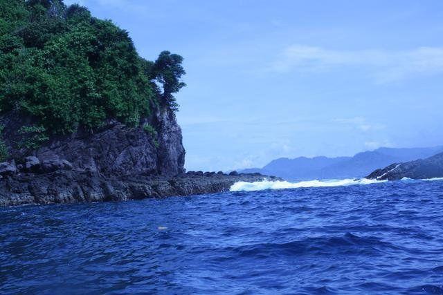 Keindahan atraksi sekelompok lumba-lumba di alam bebas dapat Anda saksikan langsung di sebuah teluk yang mewakili tipikal keindahan teluk tropis Nusantara di Lampung | Need Vacation? Call us RAJA-WISATA.com 081265576555 #VisitIndonesia2014