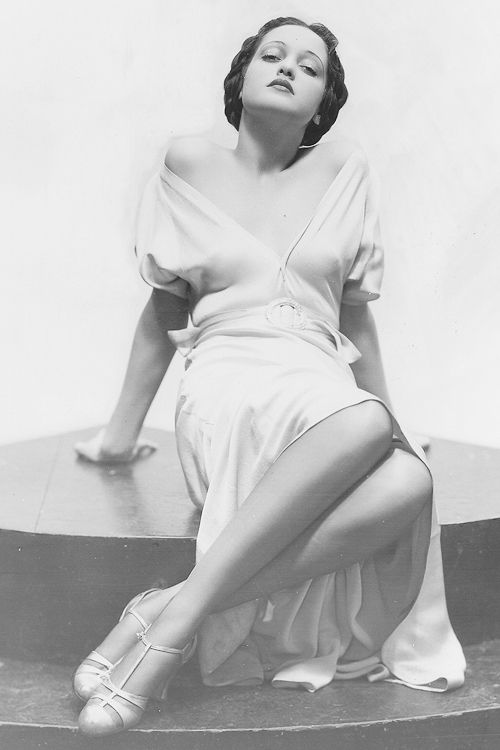 I wish I looked half as good as Dorothy Lamour lounging around   c.1934 - @~ Mlle