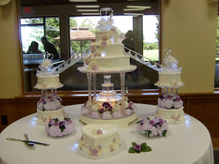 large 8 tier wedding cake with fountain stairs lights - Fontaine Gateau Mariage