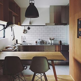 女性で、2LDKの、Kitchen/ダイニング/アンティーク/ダイニングテーブル/タイル/シェルチェア/TRUCK/ジェルデ/ステンレスキッチン/土間のある暮らし/roam stool/合板仕上げについてのインテリア実例。 「 テーブルの上に新し...」 (2017-08-19 23:40:56に共有されました)