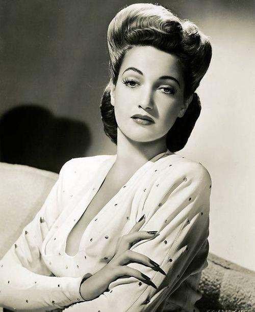 Dorothy Lamour. http://lilylemontree.blogspot.com/2011/07/lovely-ones-dorothy-lamour.html
