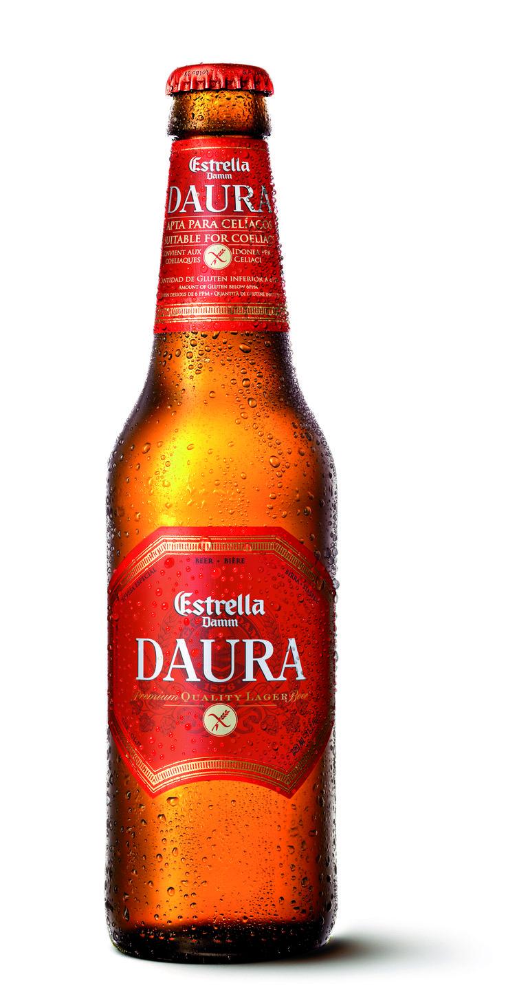 """Estrella Daura Glutenvrij bier is een helder, zacht en fris pilsener bier. Goudblond van kleur met een mooie witte schuimkraag. Het aroma is fris met toetsen van granen en hop. De smaak is vol en rijk, met moutige accenten en mondt uit in een frisse, licht hoppige afdronk. Het is een glutenvrij bier dat zich qua karakter, aroma en smaak kan meten met """"echte"""" bieren. Estrella Daura is uitgegroeid tot het meest bekroonde glutenvrije bier ter wereld, (Beste Glutenvrije Bier in 2008, 2009 en…"""