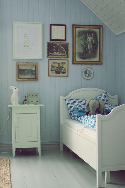 for the little dreamer: http://norskeinteriorblogger.blogspot.com/2011/01/finale-barnerom.html
