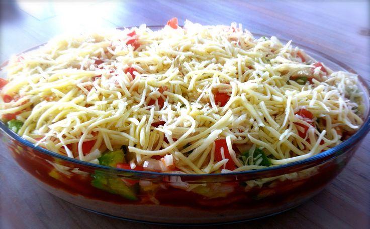 Deze Mexicaanse Dipsaus is eigenlijk bijna een volledige maaltijd! De verschillende ingrediënten zorgen voor een echte smaakexplosie!