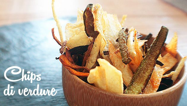 Lo sappiamo tutti: i #bimbi impazziscono per le #patatine #fritte, ma sono uno #snack poco #salutare. Meglio le #chips di #verdure! #Croccanti, #sfiziose, #saporite e senza #grassi. / We all know it: #kids go crazy for #potato #chips, but those are an #unhealthy #snack. #Vegetable #chips are better! #Crunchy, #delicious, #tasty and without #fats.