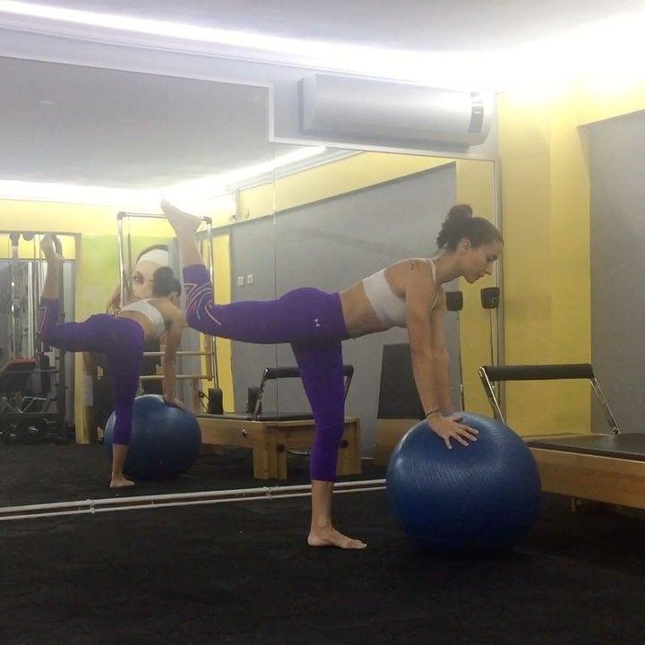 """Gefällt 808 Mal, 12 Kommentare - Emine Dilek (@eminediilek) auf Instagram: """"Goodmorning🍀 Legs workout with swissball for especially glutes&hamstring🔥🔥🔥always keep spine…"""""""