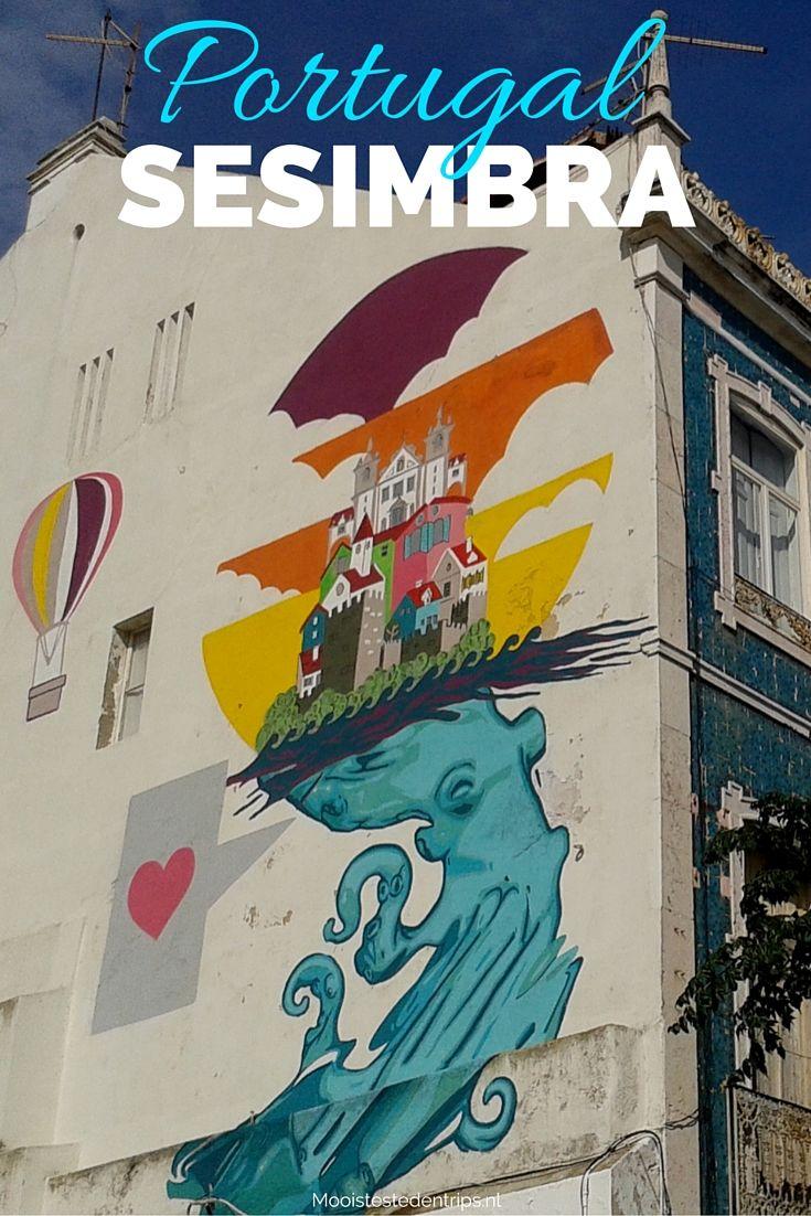 Sesimbra in Portugal, een geweldige badplaats niet ver van Lissabon. Dus wil je een leuke strandvakantie in Portugal met dagjes Lissabon als optie, óf maak je een stedentrip Lissabon en wil je ook een dagje naar het strand? Sesimbra is DE bestemming! Bekijk de tips | Mooistestedentrips.nl