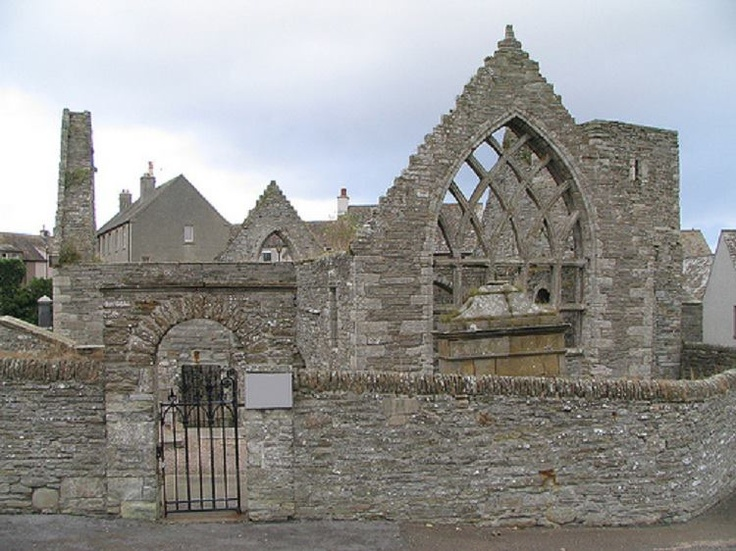 St Peters Kirk, in the middle of Thurso.